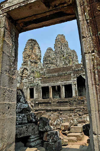 city trip travel people holiday history stone temple ancient nikon ruins asia cambodia tour buddhist free tourist unesco worldheritagesite heads dennis siemreap wonders sites angkorthom globus d300 banyon iamcanadian seimreap worldtravels dennisjarvis archer10 dennisgjarvis