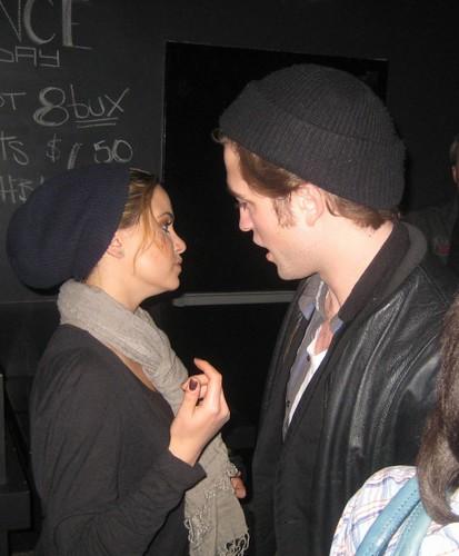 robert and nikki reed dating