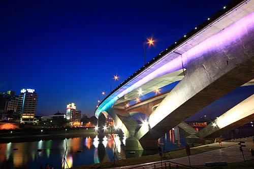 210I高速公路碧潭橋