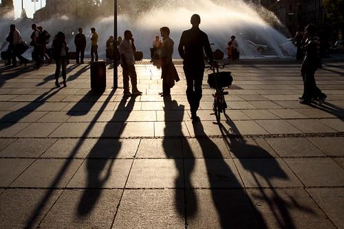 people fountain germany munich münchen leute silhouettes karlsplatz steiner62 guardiancameraclub steiner62julyassignment
