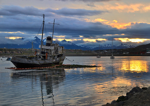 sunset argentina ushuaia perception nikon cloudy firstquality thegoldengallery supershot flickrsbest mywinners platinumphoto infinestyle superhearts theunforgettablepictures artistsoftheyear platinumheartaward goldstaraward miguelyn magicdonkeysbest artofimages daarklands bestcapturesaoi elitegalleryaoi
