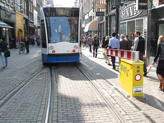 Amsterdam trams often use single track in Leidsestraat and Utrechtstraat, with double tracks at the stops on the canal bridges.