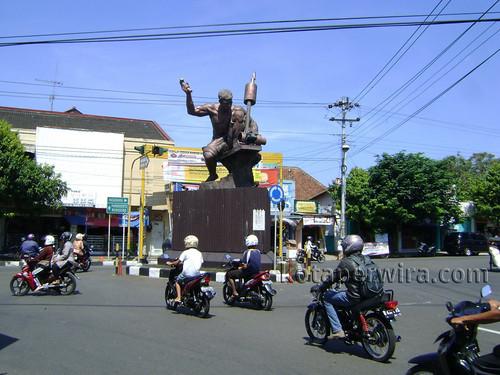Patung Knalpot Purbalingga