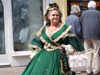 100_8203 Lady in green crinoline