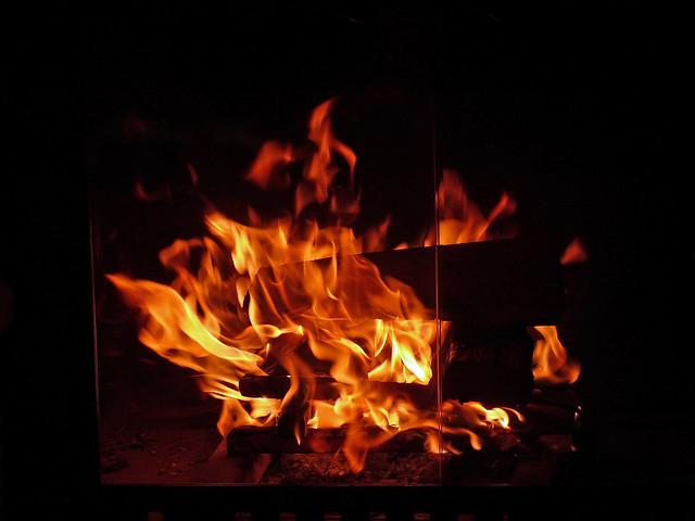 Feu de bois flickr photo sharing - Trepied pour feu de bois ...