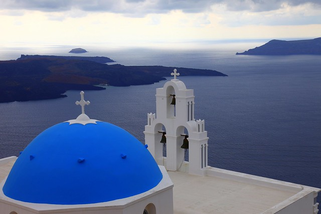The blue domes of Santorini (Σαντορίνη)