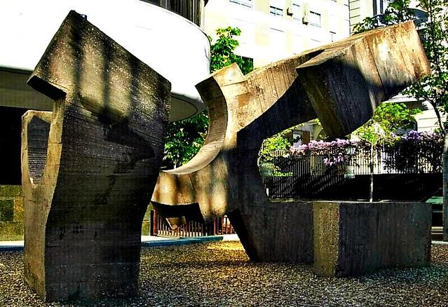 Escultura de eduardo chillida jardines de la fundaci n - Calle castello madrid ...