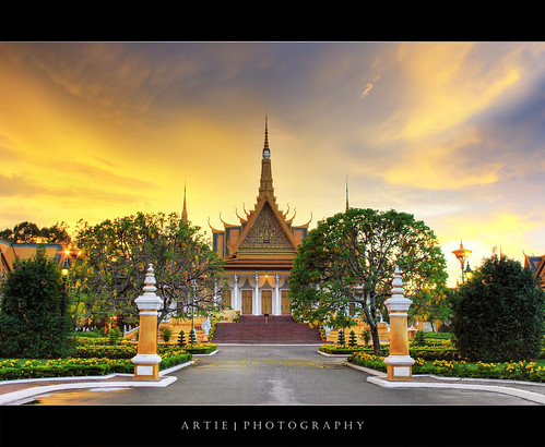 classic architecture photoshop cambodia khmer cs2 tripod royal kingdom wideangle palace structure phnompenh 1020mm hdr buidling royalpalace artie preah 1866 3xp thronehall sigmalens photomatix tonemapping tonemap 400d barom chaktomuk reachea vaeng sunsetrebelxti
