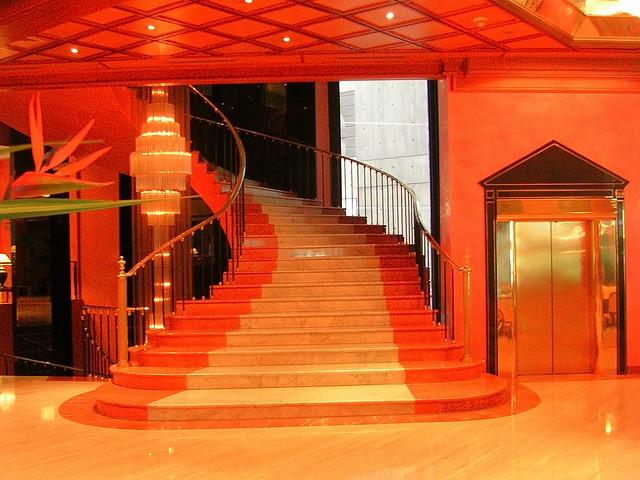 Caracas (Venezuela). Escalera interior del Gran Hotel Meliá Caracas