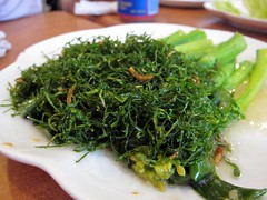 algae(0.0), tieguanyin(0.0), produce(0.0), rapini(0.0), gyokuro(0.0), vegetable(1.0), seaweed(1.0), leaf vegetable(1.0), herb(1.0), food(1.0), dish(1.0), cuisine(1.0),