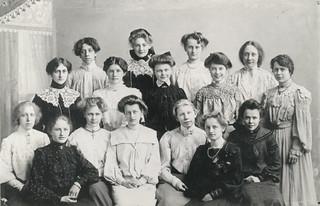 Klassebilde fra Frk. Christies skole i Kjøpmannsgaten 24 (ca. 1903)