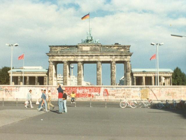 Brandenburg Gate Map Brandenburg Gate Behind Berlin