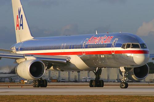 American Airlines Boeing 757-223 N696AA