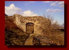 Murailles, église et vieilles pierres