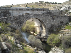 dam(0.0), devil's bridge(1.0), ancient history(1.0), aqueduct(1.0), reservoir(1.0), arch bridge(1.0), waterway(1.0), infrastructure(1.0), bridge(1.0),