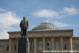 Estátua de Josef Stalin no centro de Gori