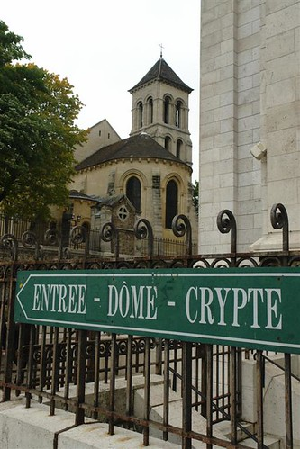 Entrada a la cripta por un lateral Sacré Coeur, el balcón más bello de París - 3331168886 b10181a8dd - Sacré Coeur, el balcón más bello de París