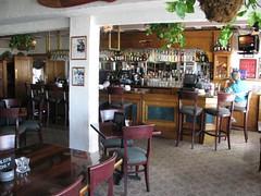 cafã©(0.0), coffeehouse(0.0), restaurant(1.0), property(1.0), bar(1.0), tavern(1.0),