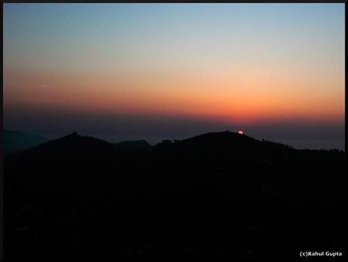 travel sunrise canon kodai tamilnadu kodaikanal hillstation coakerswalk canoneos400d canondigitalrebelxti march2009 canon1855mmf35to56is sunrisefromcoakerswalk