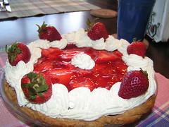 torte(0.0), pavlova(1.0), cake(1.0), strawberry pie(1.0), buttercream(1.0), strawberry(1.0), baked goods(1.0), whipped cream(1.0), frutti di bosco(1.0), produce(1.0), fruit cake(1.0), fruit(1.0), food(1.0), dish(1.0), cuisine(1.0), mascarpone(1.0),