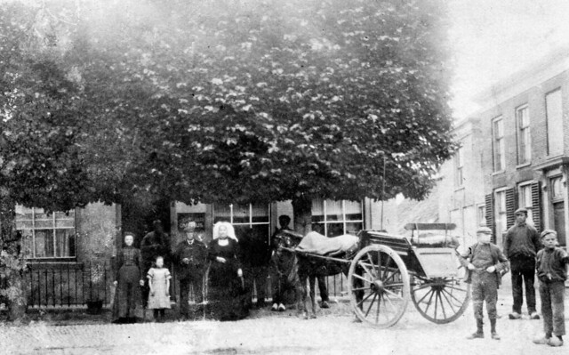 picture from NIEUWE - TONGE  , a small place on the former island of Goeree-Overflakkee in The Netherlands ,  in the very early years of the previous century