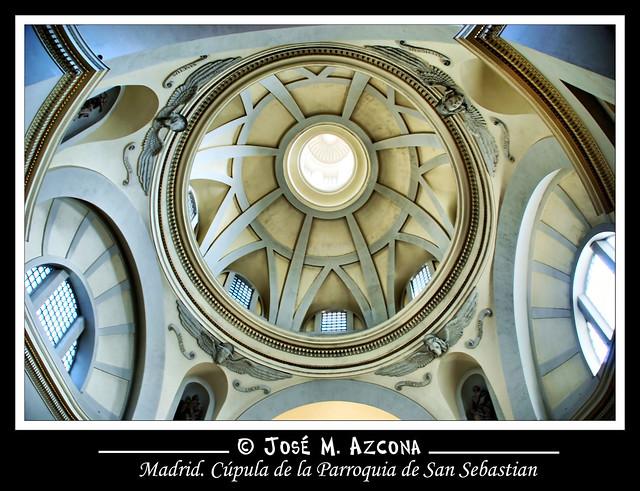 Madrid. Cúpula central de la Parroquia de San Sebastián.
