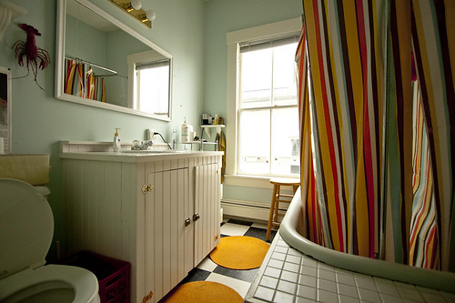 Badezimmer renovieren - Ideen mit Latexfarbe, Fliesenaufklebern und ...