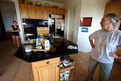 megan & anna in the kitchen    MG 3385