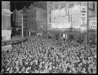Crowd in Willis Street, Wellington, awaiting the results of the 1931 general election, 1931