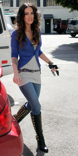 Megan Fox Leaving A Hair Salon In Glendale