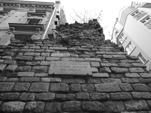 Monuments off the beaten path – Remnants of the wall of Philippe Auguste