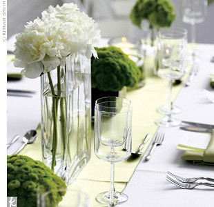 Table centre pieces ideas - vases with flowers & leaves - Simple