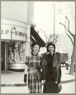 Australian fashion outside Minerva French Perfumery, Kings Cross, Sydney, July 1941 / Russell Roberts