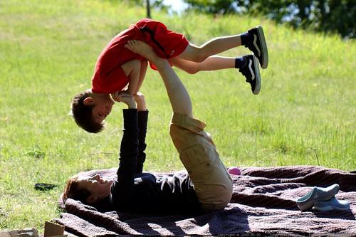 nick and juls demonstrate acro yoga    MG 4490