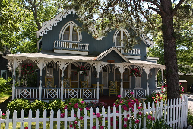 Ornately decoreated gingerbread house flickr photo for Gingerbread houses martha s vineyard
