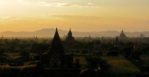 Sunset over Bagan plain (Source: antwerpenR)