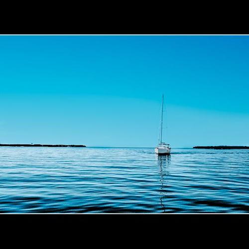 ocean blue seascape water sailboat boat nikon alone south horizon southcarolina calm southern sound inlet friday placid icw notacloudinthesky hiltonheadisland fme justimagine d80 atlanticinlet daufuski calibougesound intercoastelwaterway