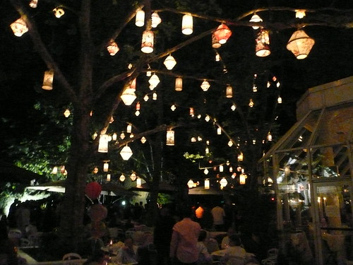 the tiki lights at tavern on the green central park by eastvillagepeeps
