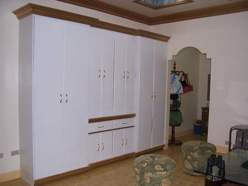 Built in cabinets for master bedroom images for Built in kitchen cabinets philippines
