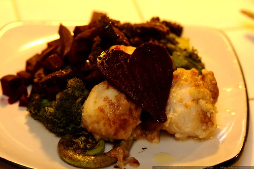 belated mother's day dinner for rachel   garlic scallops over fiddlehead ferns, morel mushrooms, beets &  broccoli    MG 3614