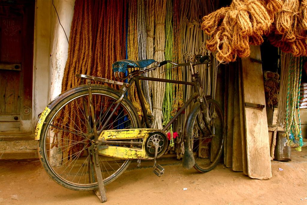 Bike outside a rope shop