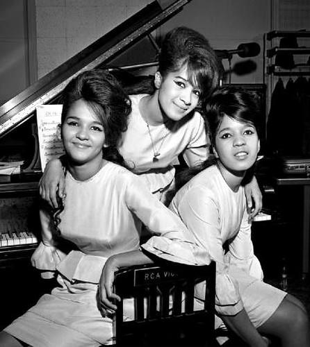 Ronettes 1962 Estelle Bennet, left