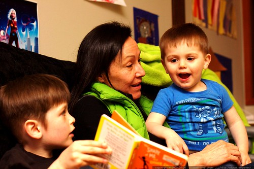 nick reading a bedtime story to his brother and his grandmother    MG 2997