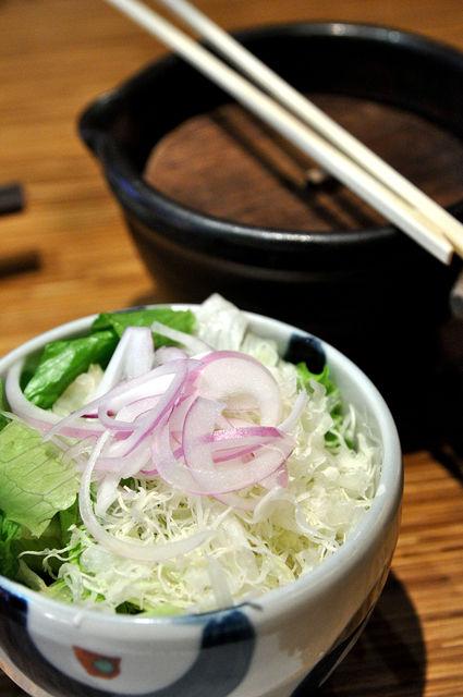 杏子豬排商業午餐-生菜與醃蘿蔔絲(未開蓋)