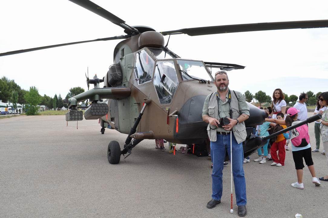 Awuelo y HA-28 Tigre.  26-05-2011