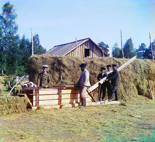 Pressing machine for the hay, 1915