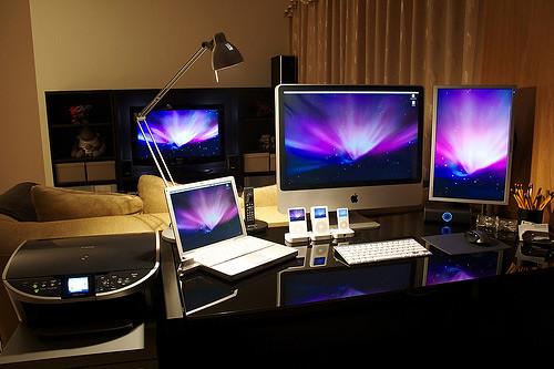 50 greatest computer workstation pc mac setups hongkiat. Black Bedroom Furniture Sets. Home Design Ideas