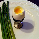 Soft boiled egg with asparagus soldiers