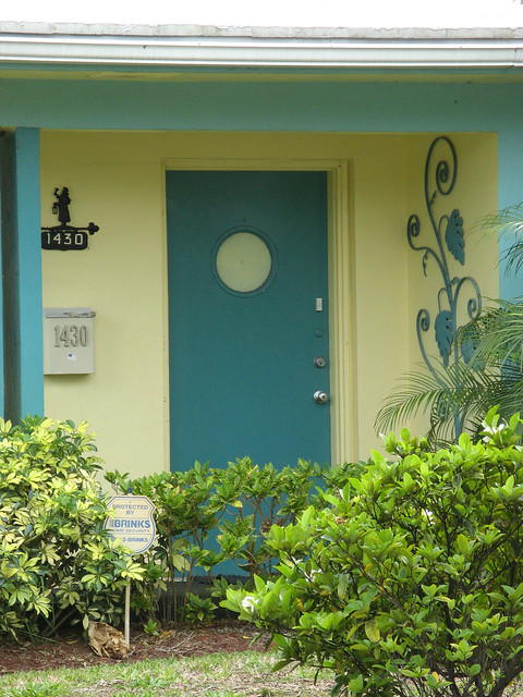 Blue Door Yellow House Hollywood Vintage Tropical