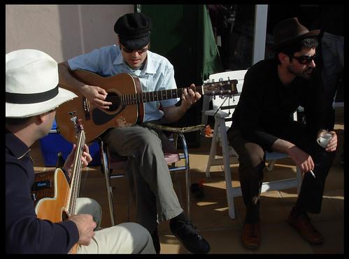 Raúl (bajo) Oliver (Guitarra) y Fran (cante)